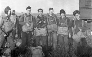 Справа налево: Можаев, Черемохин, Четвертков, Чепус, Терешкин, а вот кого это слева в кадр занесло - не знаю...