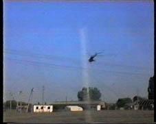 Вертолет садится в Надтеречной