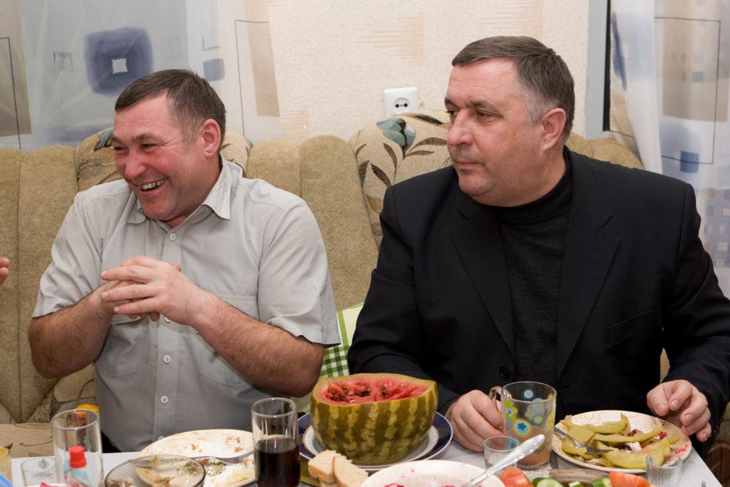 Анатолий Бычков и Геннадий Чепус на юбилее у Батьки Можаева